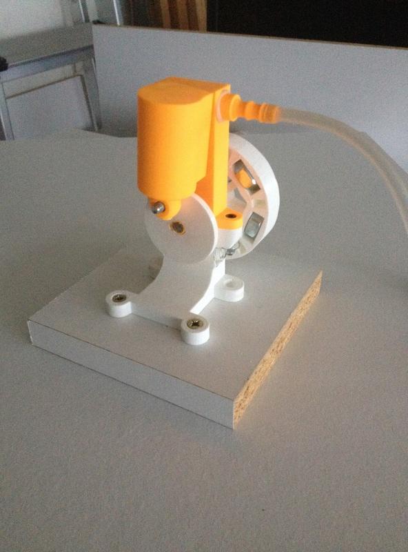 Moteur à air comprimé (monocylindre à piston oscillant) imprimé 3D Img_3910