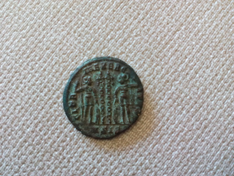 AE4 de Constantino I. GLORIA EXERCITVS. Siscia Img_2029