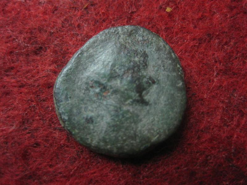 Antoniniano de Claudio II. CONSECRATIO. Altar Img_4922