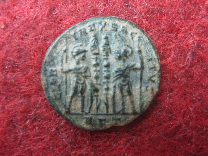 AE3 de Constancio II. GLORIA EXERCITVS. Roma Img_4932