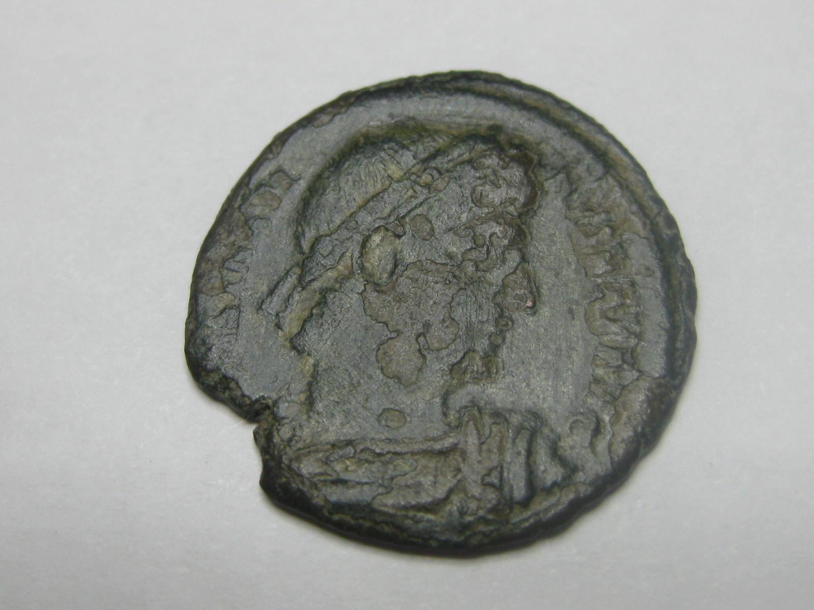 AE4 de Constantino I. GLORIA EXERCITVS. Nicomedia Img_4937