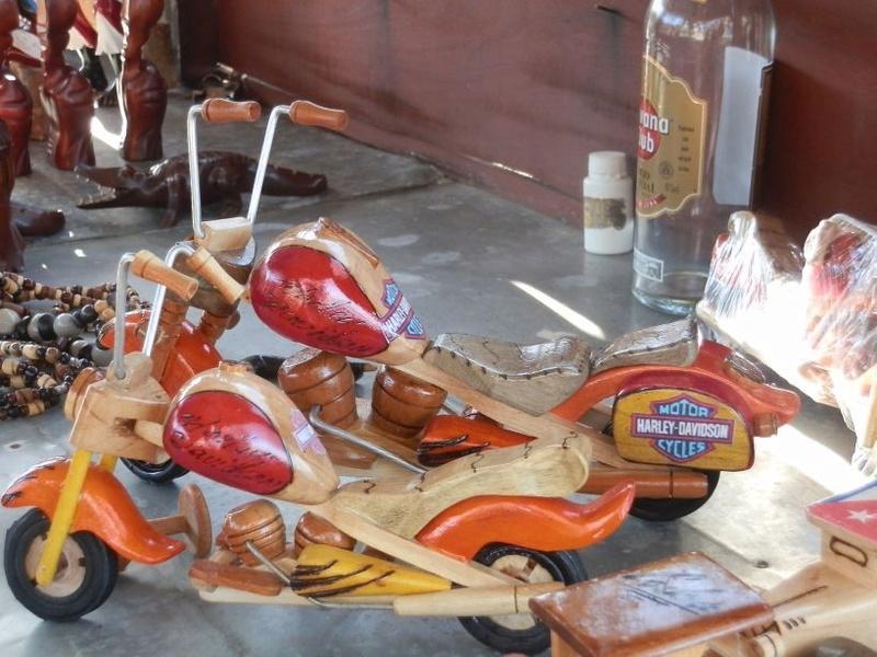Jouets, jeux anciens et miniatures sur le monde Biker - Page 22 Cuba_218
