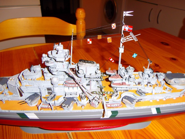 "Battleship ""BISMARCK"" 1/350 Revell - Page 2 3-3cd210"