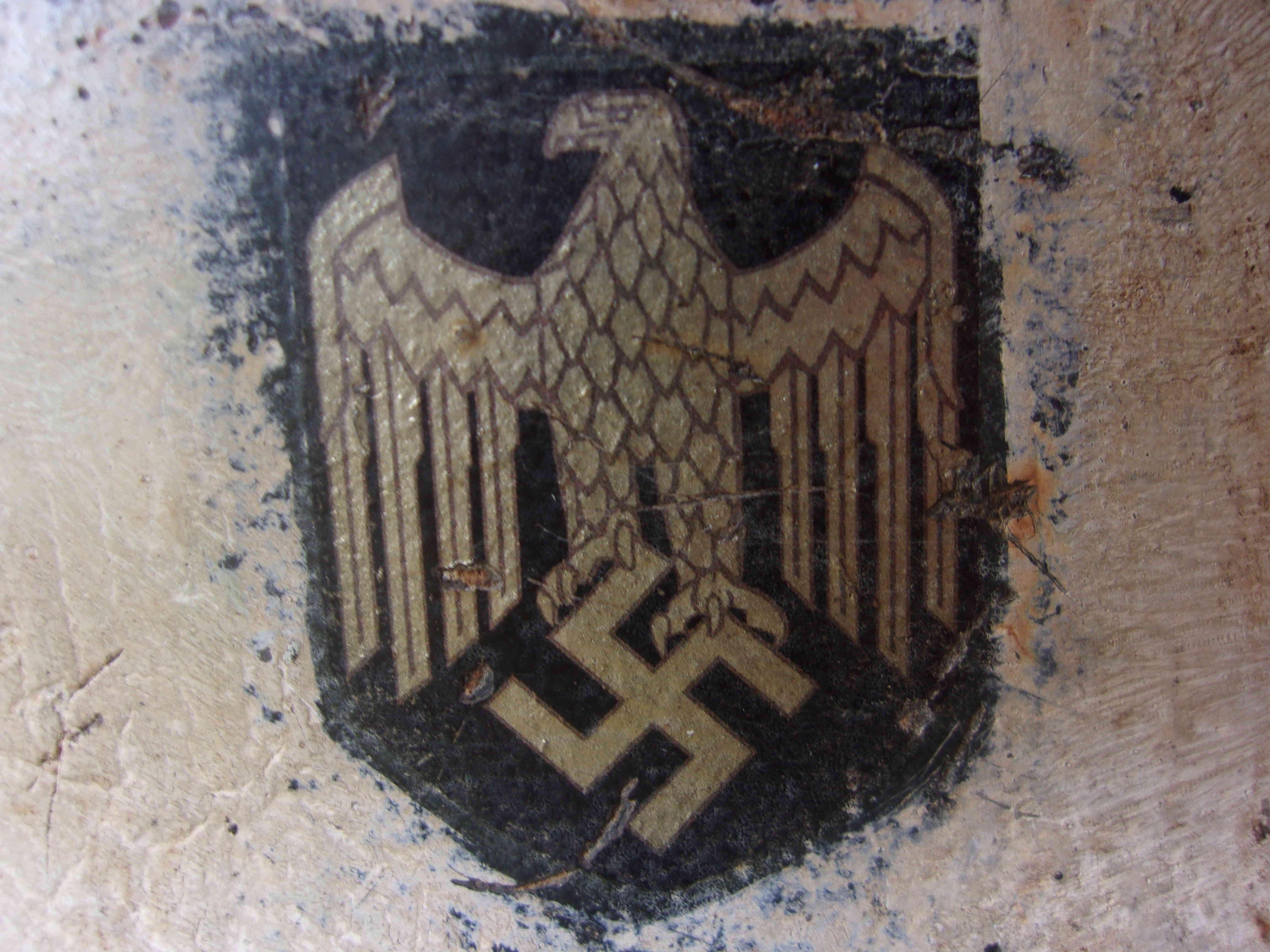 Casque allemand M35 camouflage blanc + insigne 103_1815