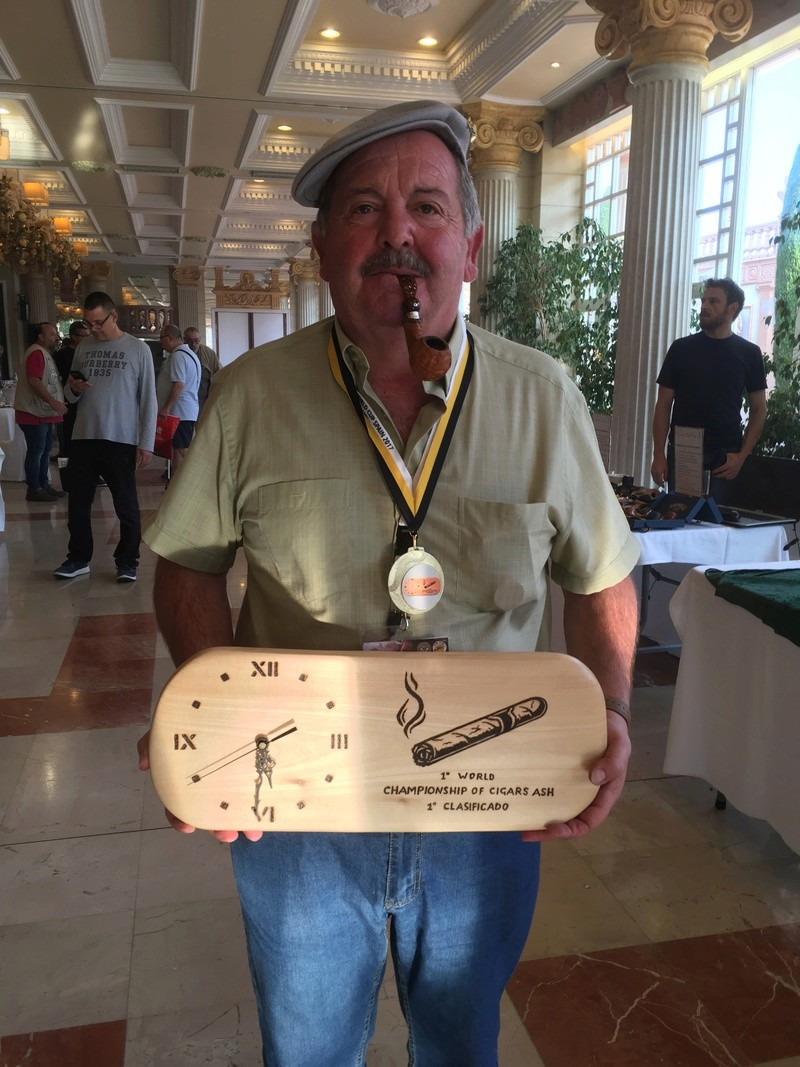 El Campeón del 1º World Championship of Cigar Ash Img_1824