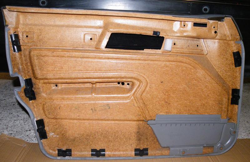 Plastique de porte qui part. Gi07p110