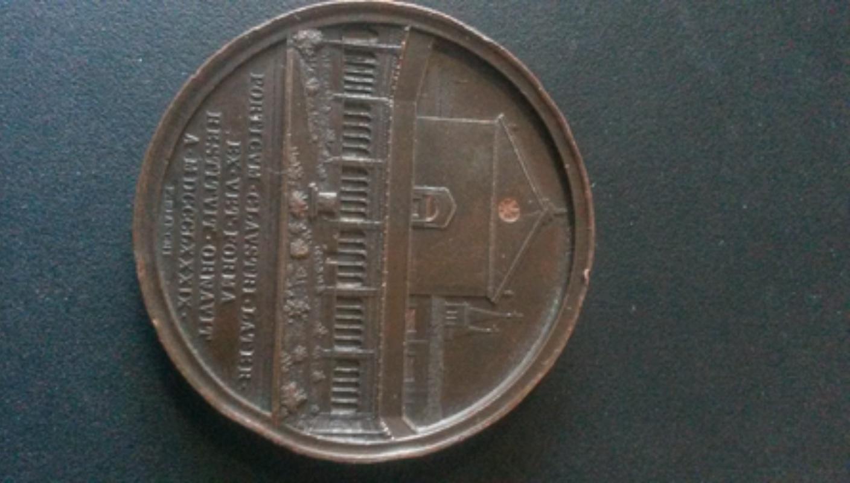 Medalla papal León XIII / Restauración claustro Basílica Lateranense , S. XIX 20180216