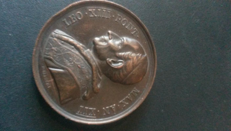 Medalla papal León XIII / Restauración claustro Basílica Lateranense , S. XIX 20180217
