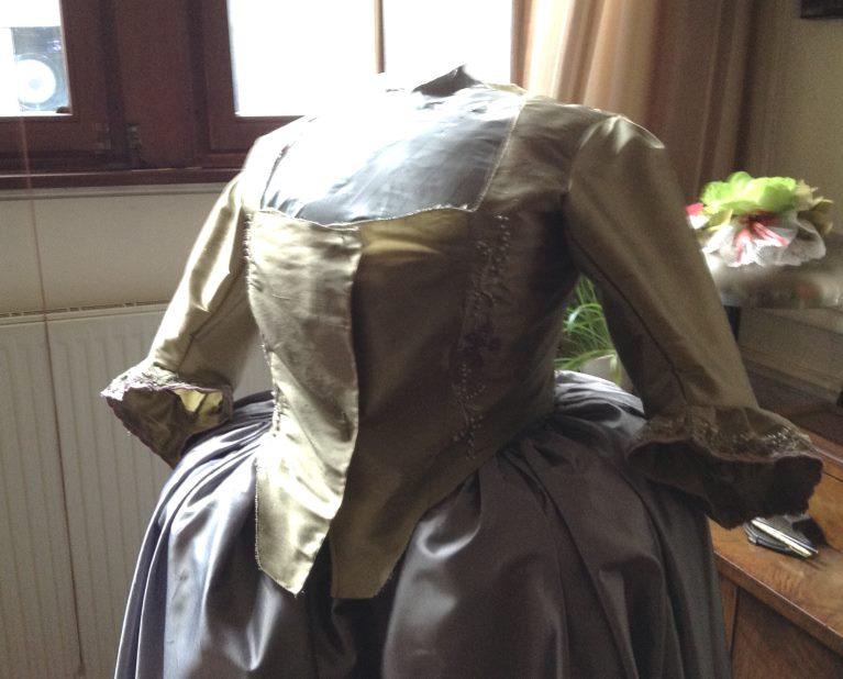 Robe muguet et violettes Img_0916