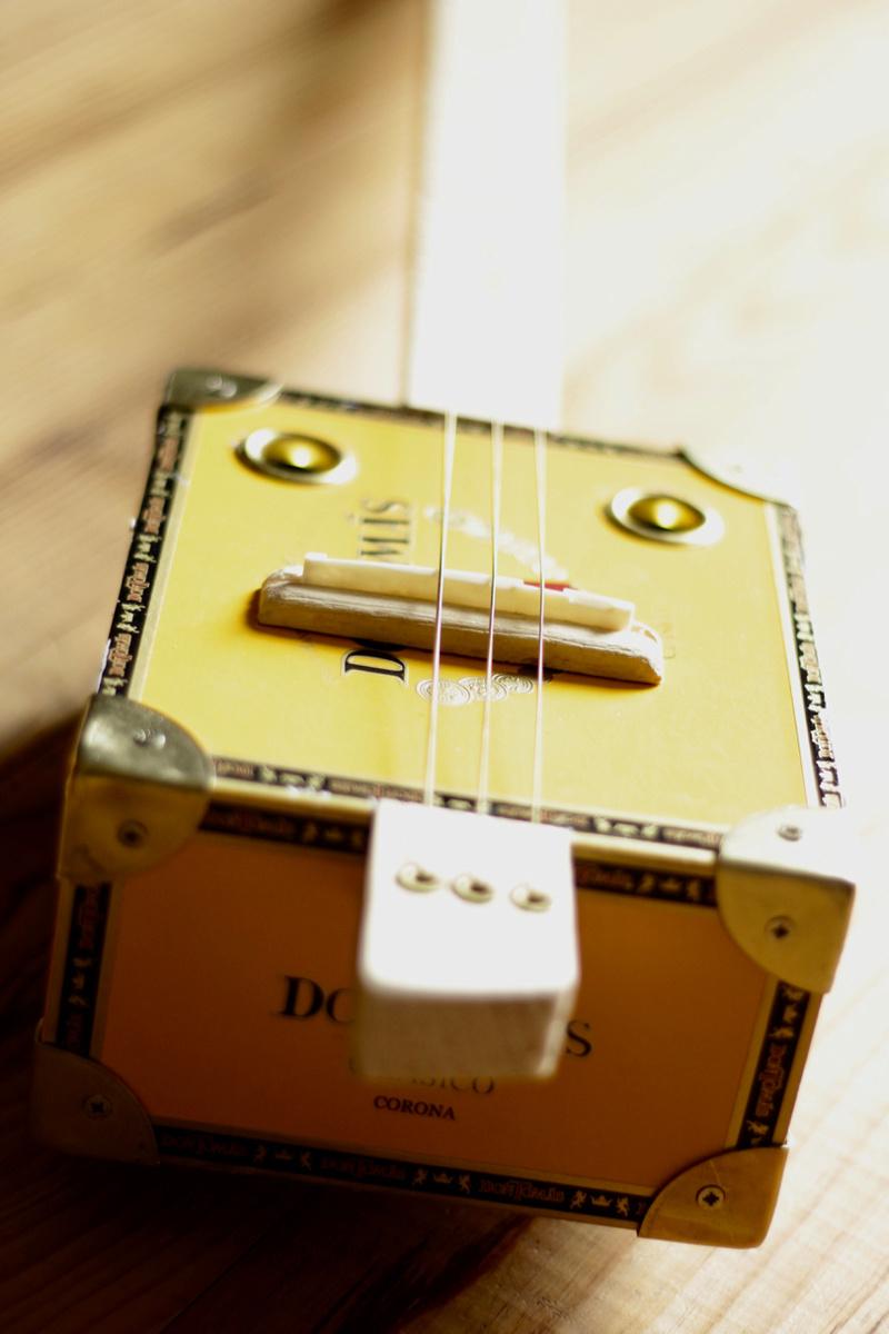 """La dernière """"DonTomas"""" 3 cordes acoustique donc... ^^ Img_0056"""