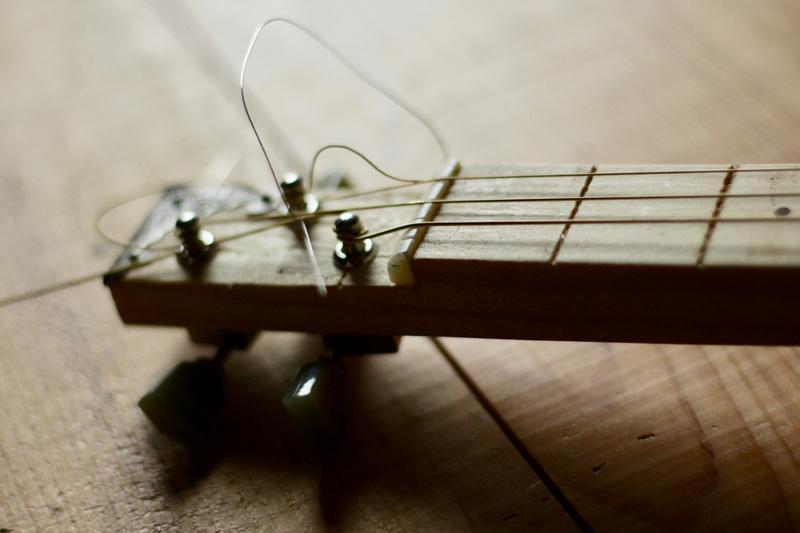 """La dernière """"DonTomas"""" 3 cordes acoustique donc... ^^ Img_0058"""
