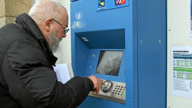 À Châteaulin, la gare rénovée manque de services Chatea11