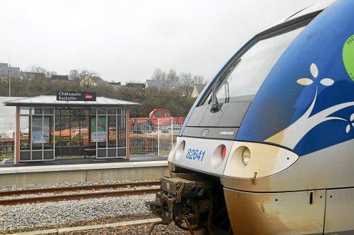 Châteaulin ; Gare SNCF. Plus de billets TGV à la vente  La-gar10