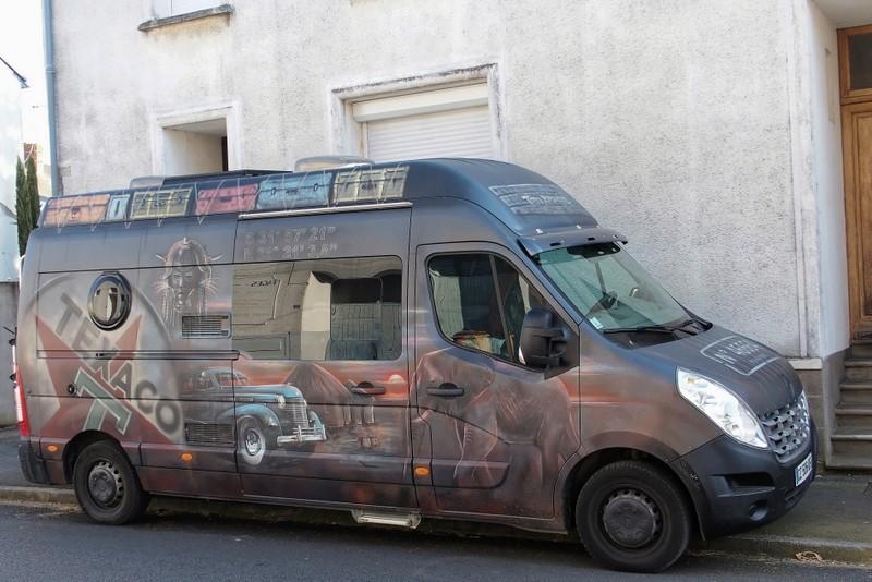 Ce n'est ni un car ni un bus mais quelle déco ! Je voulais juste vous montrez ça... P5050211