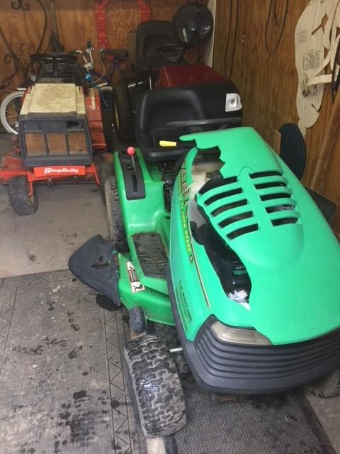 John Deere-Sabre??? Daughters Tractor Sabre_13