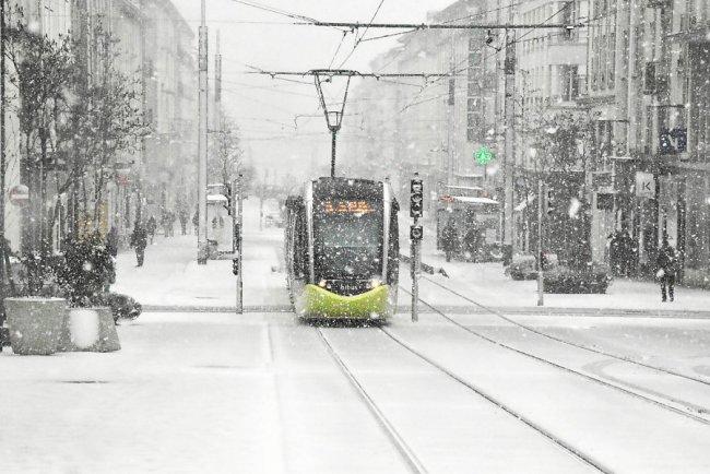 Téléphérique et tram brestois sous la neige (1er mars 2018) 1-stat11