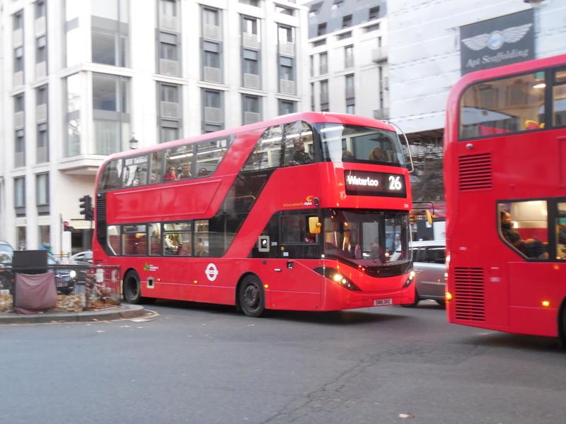 Les cars et bus anglais - Page 2 Alexan10