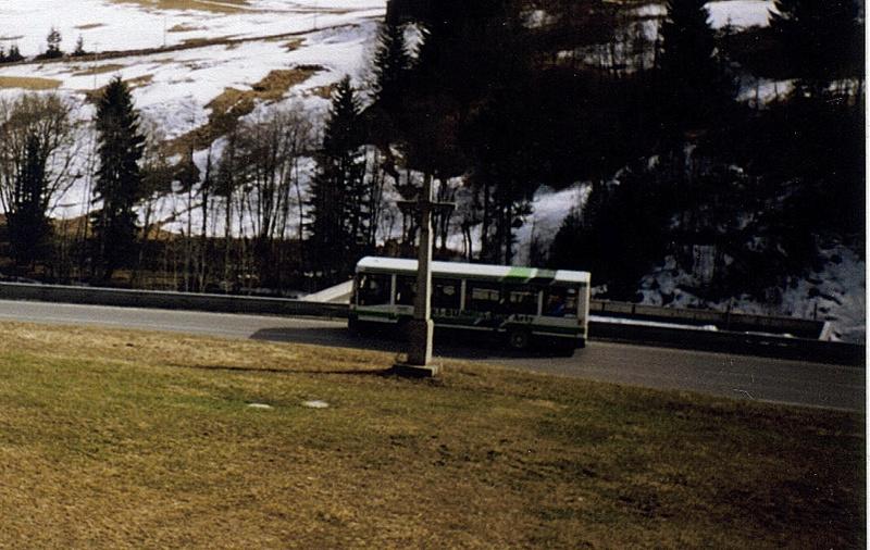 Cars et bus dans les stations de ski Cbm_2210