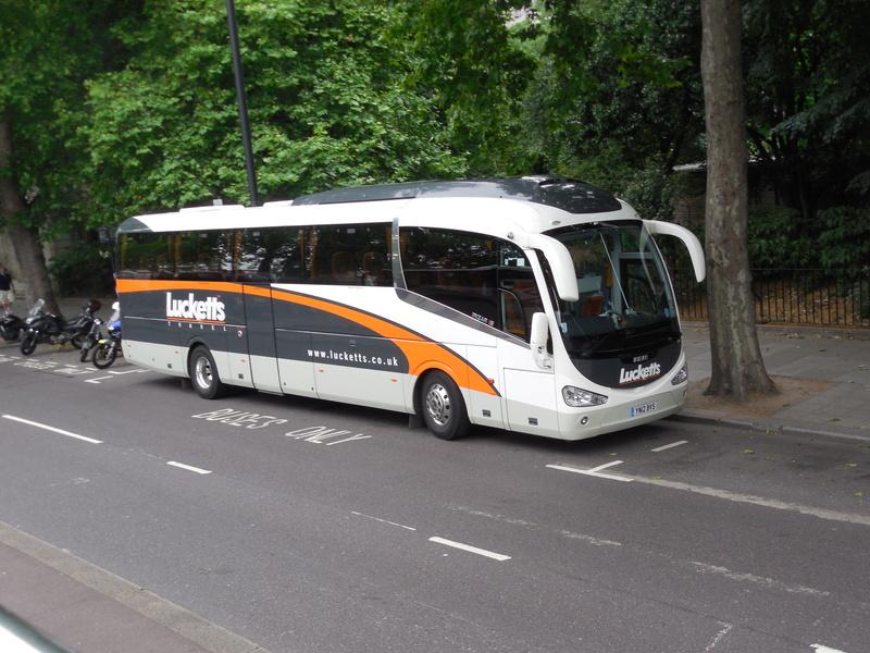 Les cars et bus anglais - Page 3 Irizar16
