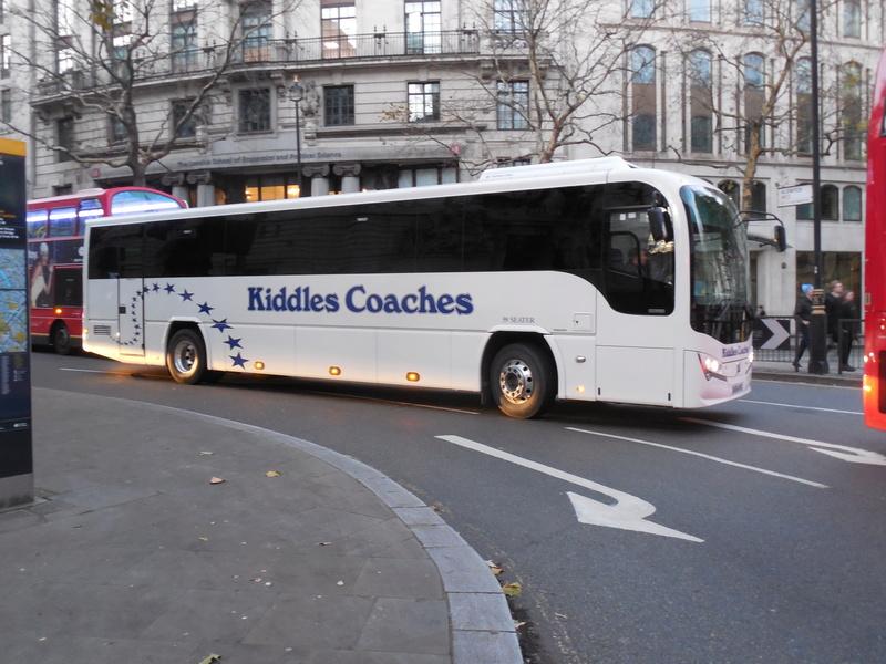 Les cars et bus anglais - Page 2 Plaxto15