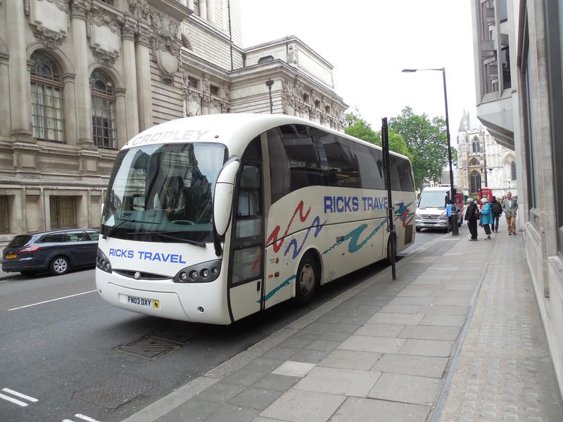 Les cars et bus anglais - Page 3 Sunsun11