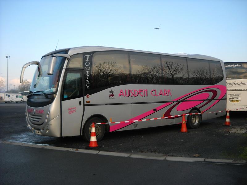 Les cars et bus anglais - Page 3 Unvi_c11