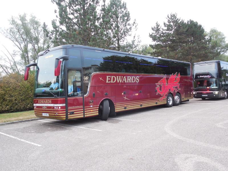 Les cars et bus anglais - Page 2 Van_ho66