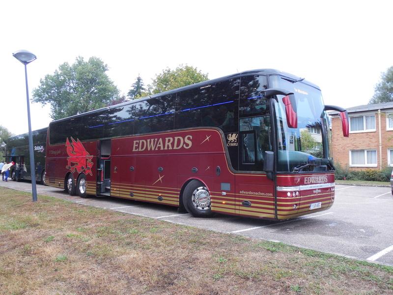 Les cars et bus anglais - Page 2 Van_ho67
