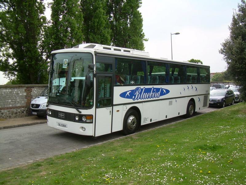 Les cars et bus anglais - Page 3 Van_ho88