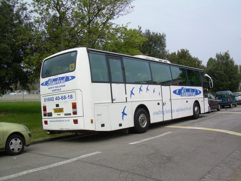 Les cars et bus anglais - Page 3 Van_ho90