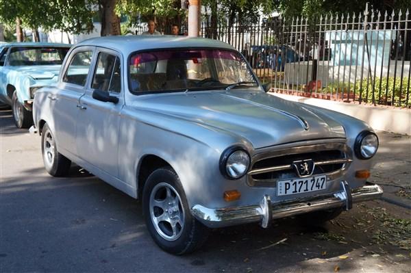 Les autos Cubaines - Page 2 Dsc01213