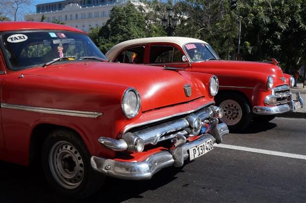 Les autos Cubaines - Page 2 Dsc01216