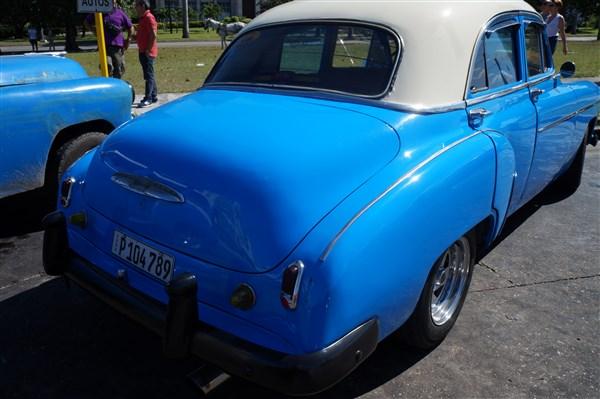 Les autos Cubaines - Page 2 Dsc01217