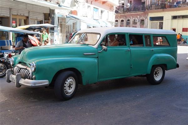 Les autos Cubaines - Page 2 Dsc01219
