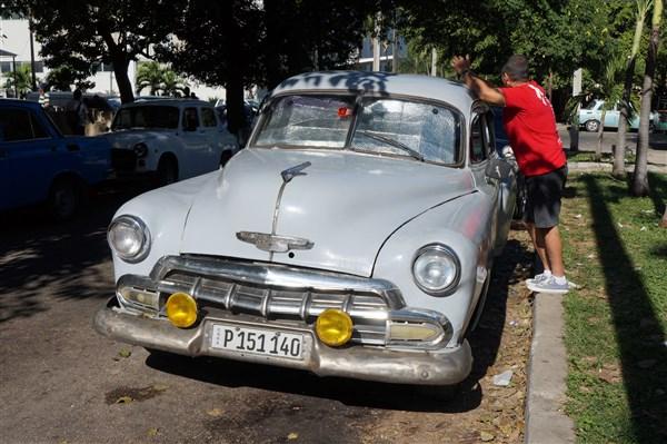 Les autos Cubaines - Page 2 Dsc01220
