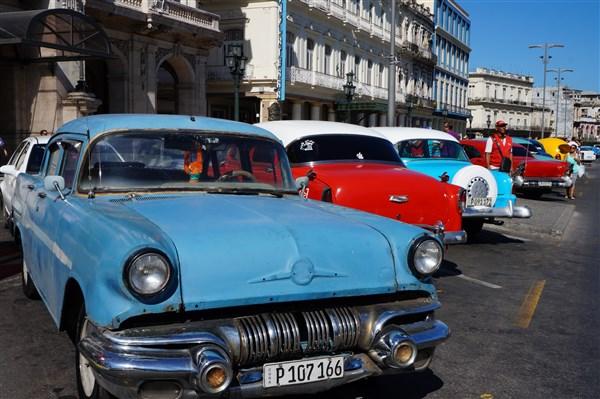 Les autos Cubaines - Page 2 Dsc01223