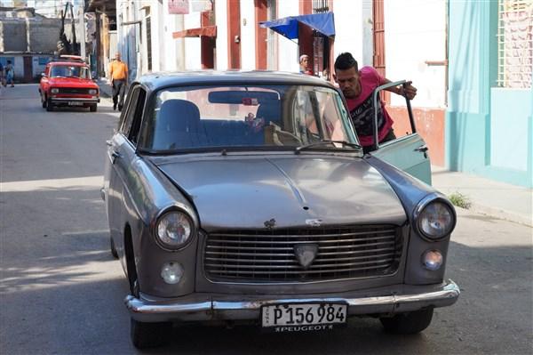 Les autos Cubaines - Page 2 Dsc01310