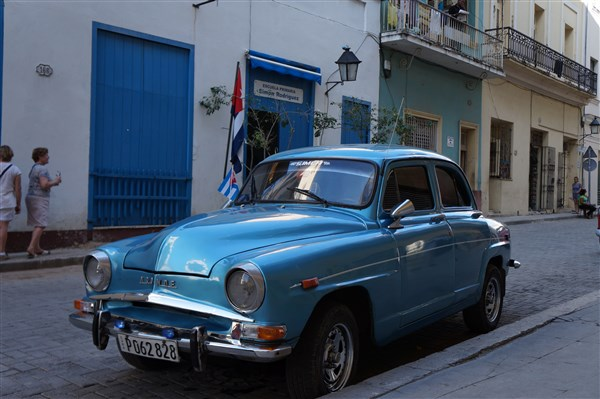Les autos Cubaines - Page 2 Dsc01311