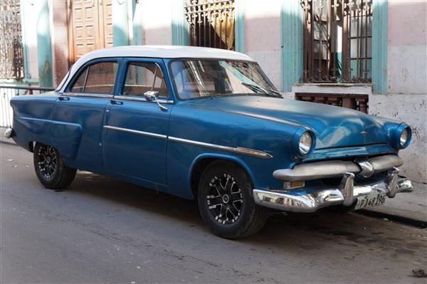 Les autos Cubaines - Page 2 Dsc01317