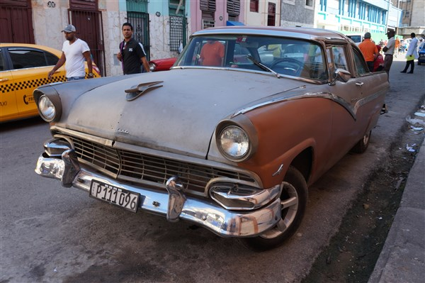 Les autos Cubaines - Page 2 Dsc01319