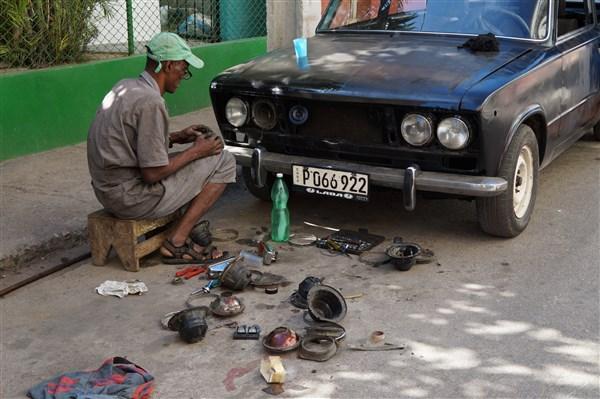 Les autos Cubaines - Page 2 Dsc01323