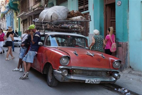 Les autos Cubaines - Page 2 Dsc01324