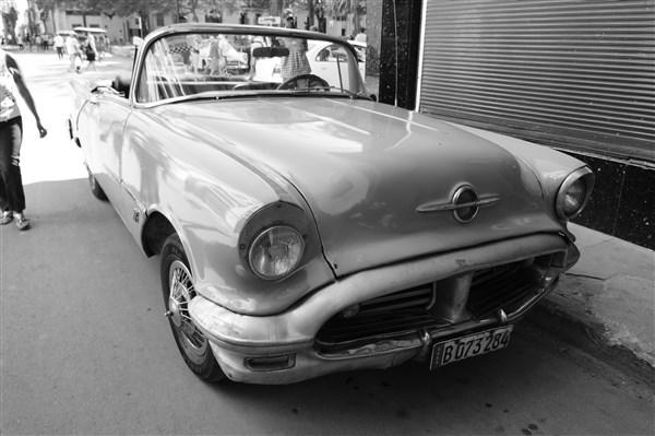 Les autos Cubaines - Page 2 Dsc01411