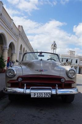 Les autos Cubaines - Page 2 Dsc01519
