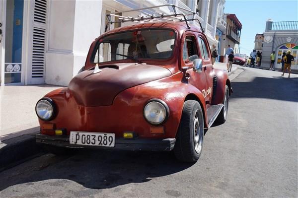 Les autos Cubaines - Page 2 Dsc01610