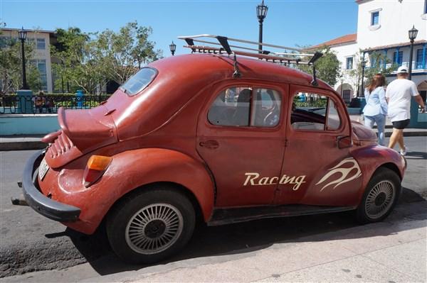Les autos Cubaines - Page 2 Dsc01611