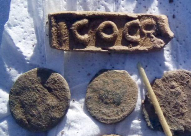 pinjante aparecido entre monedas romanas Coc11