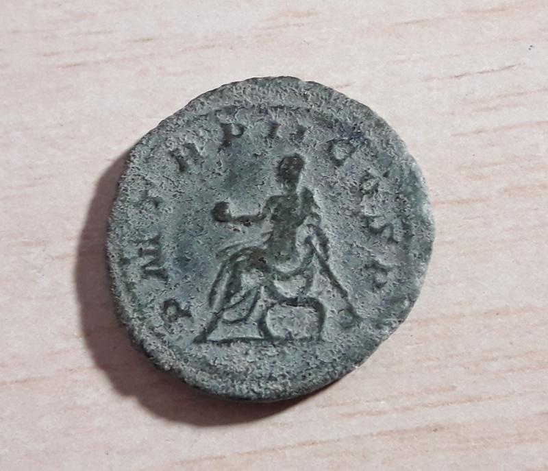 Antoniniano limes de Filipo I. P M TR P II COS P P. Emperador sentado. Roma 20180115