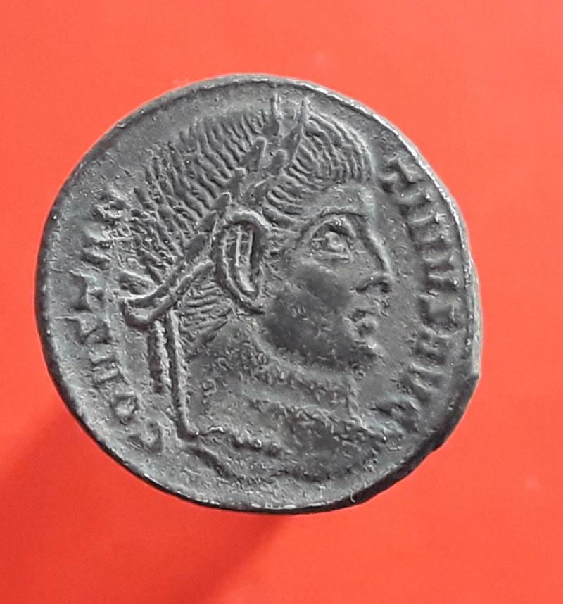 AE3 de Constantino I. D N CONSTANTINI MAX AVG / VOT / XX. Ticinium. 20180219