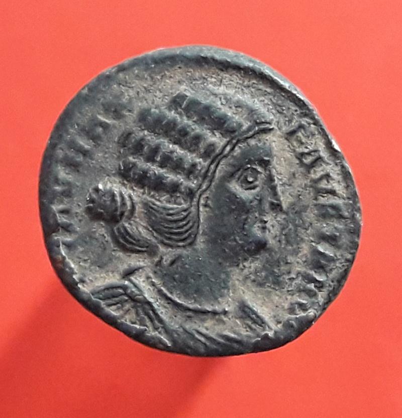 AE3 de Fausta. SALVS REI-PVBLICAE. Salus estante a izq. Tesalonica. 20180220